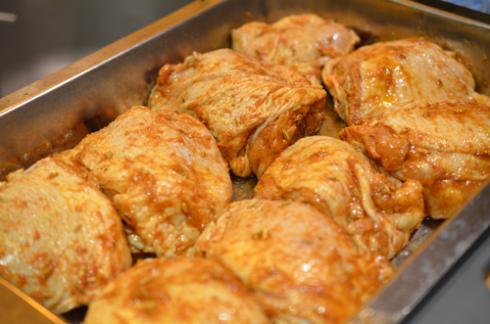Запеченные куриные бедра - фото шаг 3