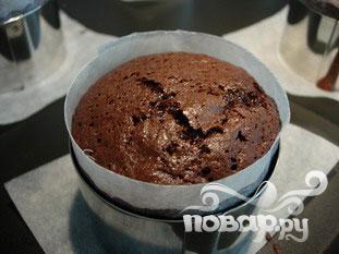 Шоколадный кекс с малиновым соусом - фото шаг 6