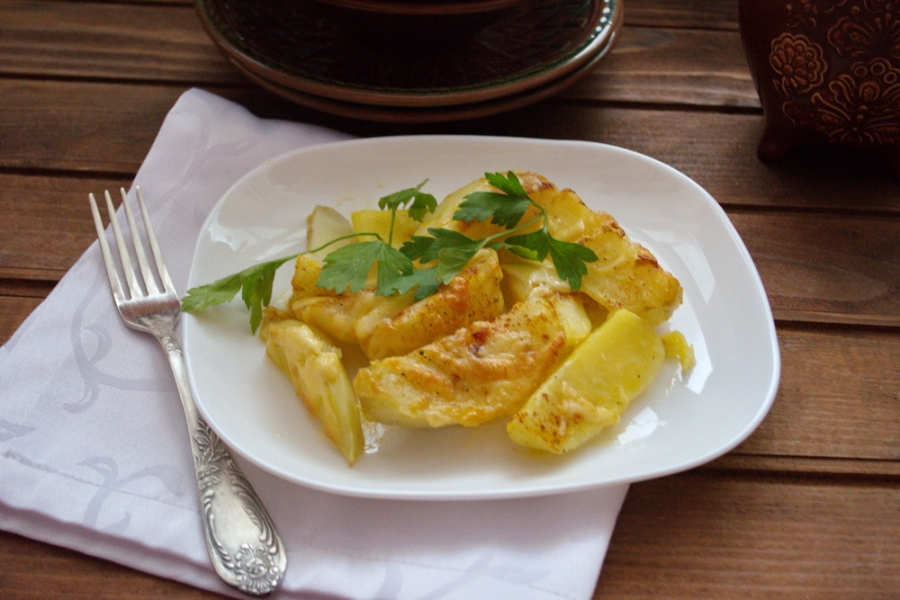 Картошка под сыром в духовке - фото шаг 6