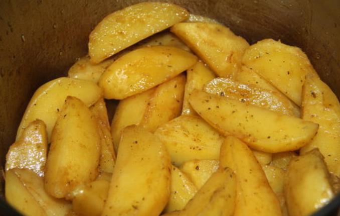 Запеченный картофель под соусом - фото шаг 3