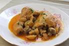 Курица, тушенная с грибами и овощами