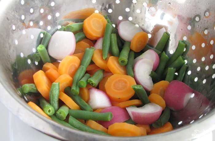 Индейка с овощами на сковороде - фото шаг 3