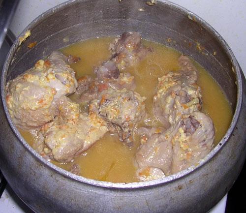 Курица в чугунке в духовке - фото шаг 6