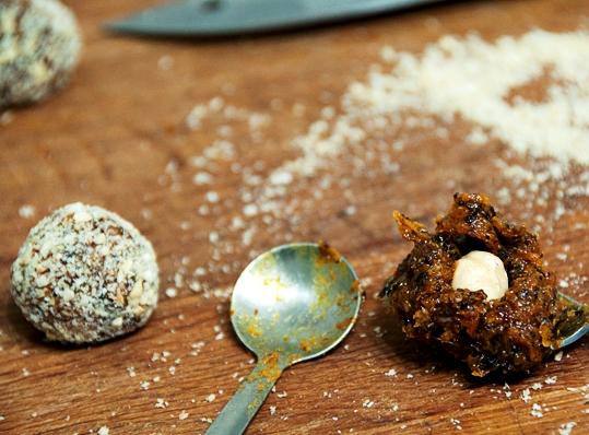 Вегетарианские конфеты из сухофруктов - фото шаг 3