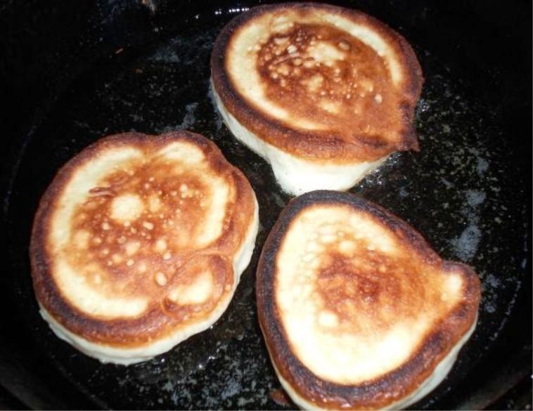 Оладьи на кефире без яиц - фото шаг 4