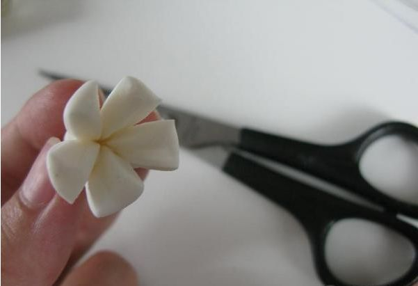 "Торт ""Цветы из мастики"" - фото шаг 2"