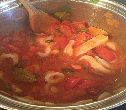 Кальмары в томатном соусе - фото шаг 7