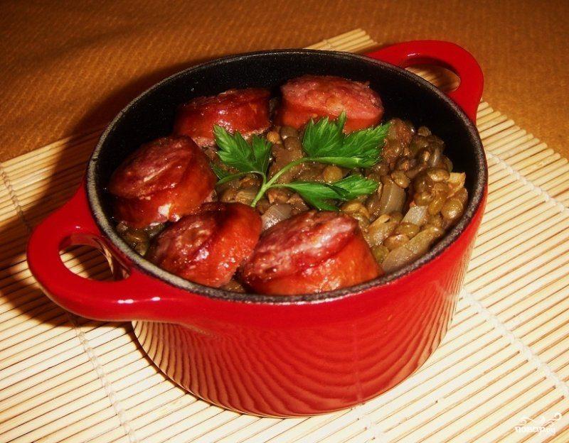 Чечевица с колбасой