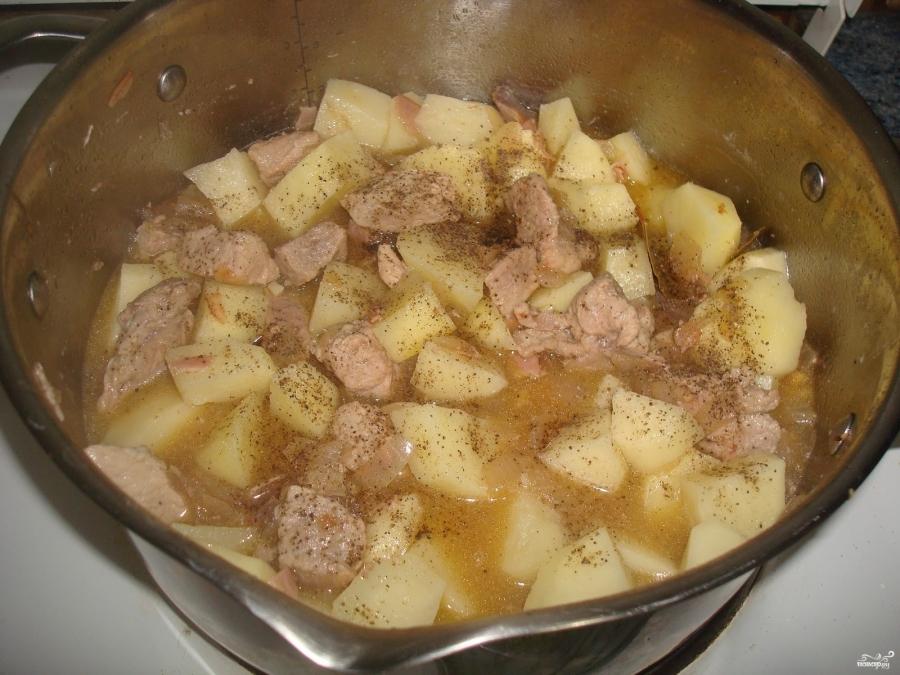 Картошка жареная со свининой рецепт пошагово 9