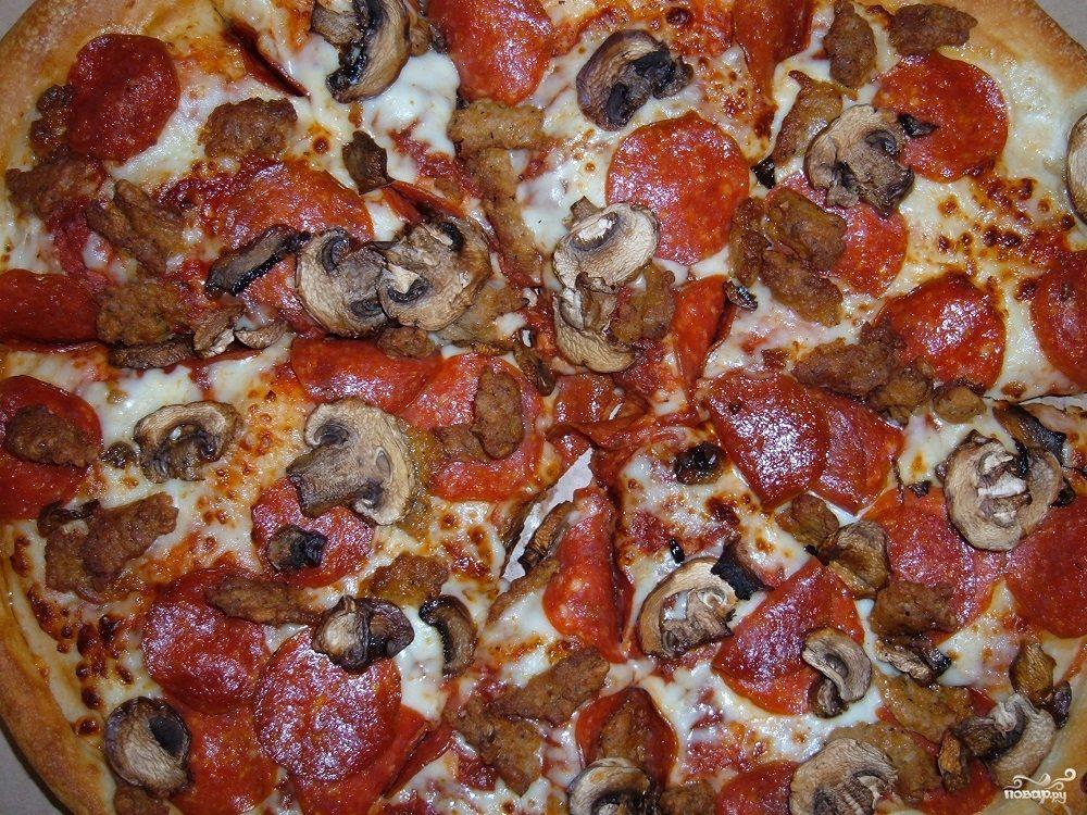 Рецепт Пицца в домашних условиях с колбасой и грибами