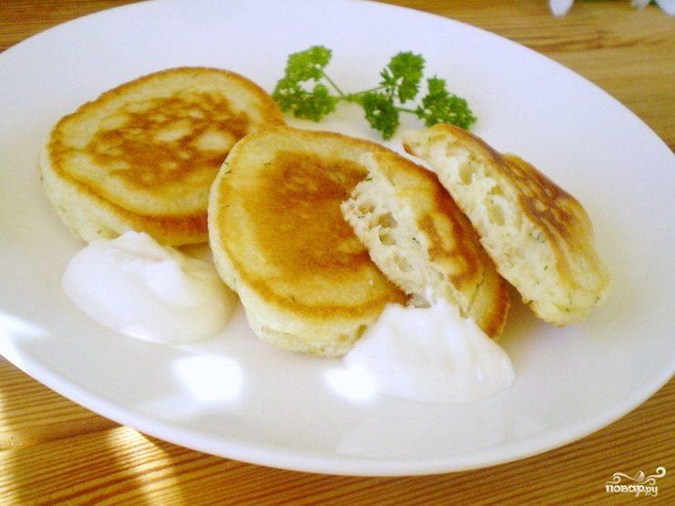 Как сделать тесто для оладьев на кефире с дрожжами