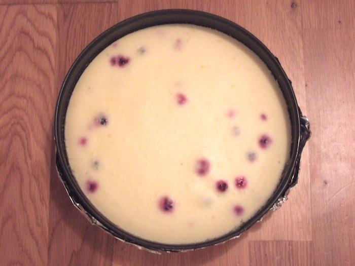 Рецепт Творожный пирог с черной смородиной