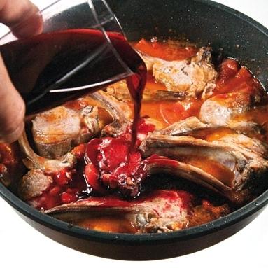 Корейка в помидорах и вине - фото шаг 7