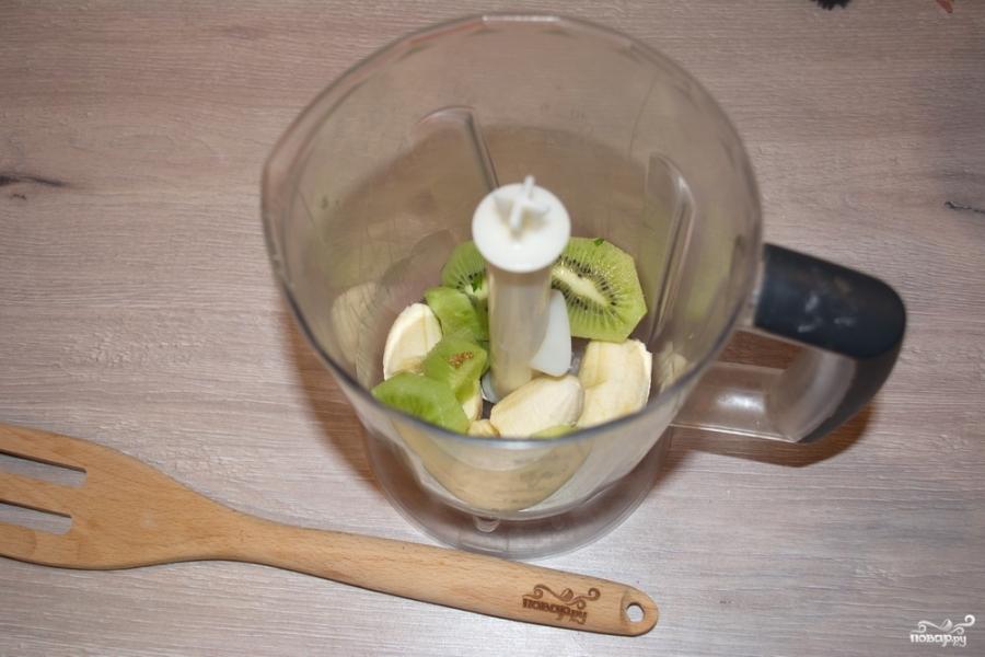 Коктейль из киви и банана - фото шаг 2