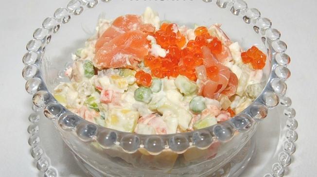 Салат с семгой и икрой - фото шаг 4