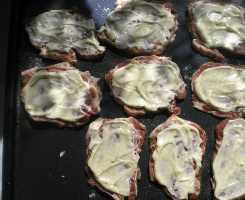 Мясо в духовке с сыром - фото шаг 2