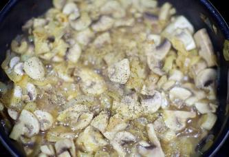 Свинина с грибами в мультиварке - фото шаг 6