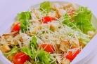 Салат с черри и сухариками