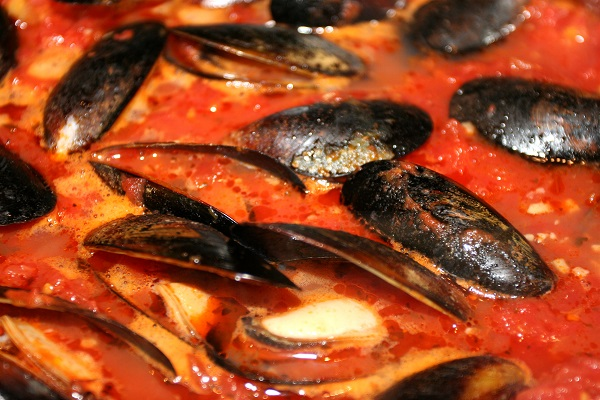 Мидии в томатном соусе - фото шаг 5