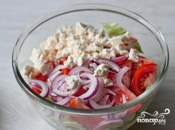 Салат из помидоров с фетой и базиликовой заправкой - фото шаг 4