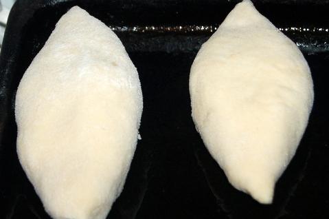 Пирожки с консервированной рыбой - фото шаг 12