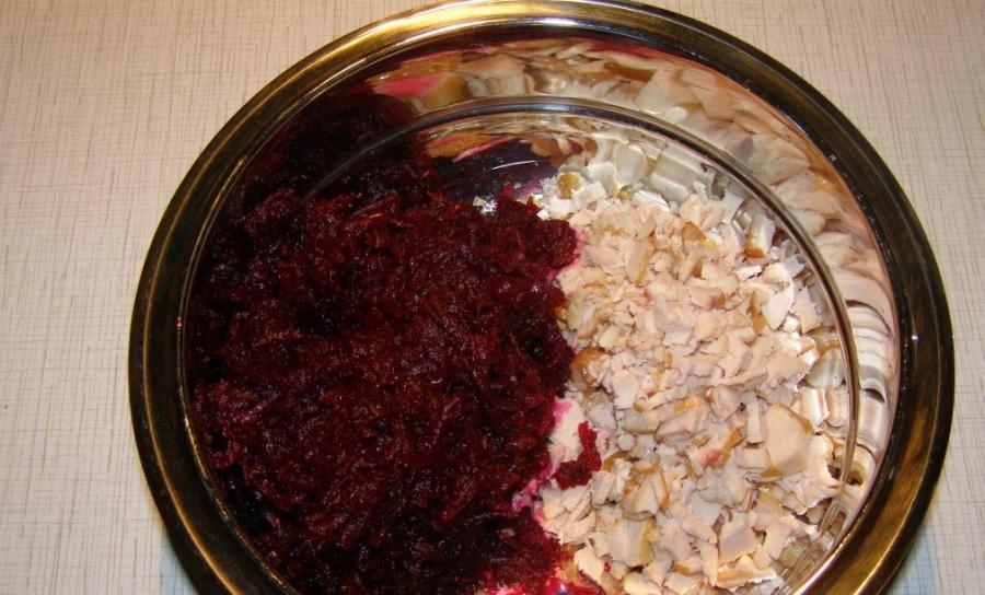 Салат с курицей и свеклой - фото шаг 2