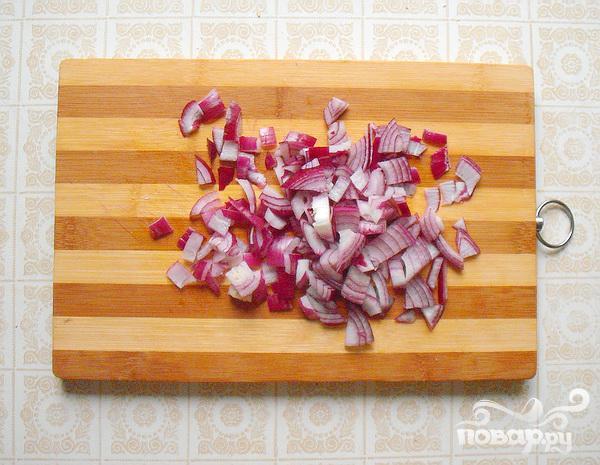 Весенний салат с черемшой и маринованными кабачками - фото шаг 1