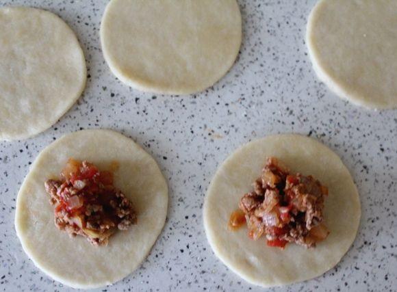 Маленькие пирожки с мясом - фото шаг 5