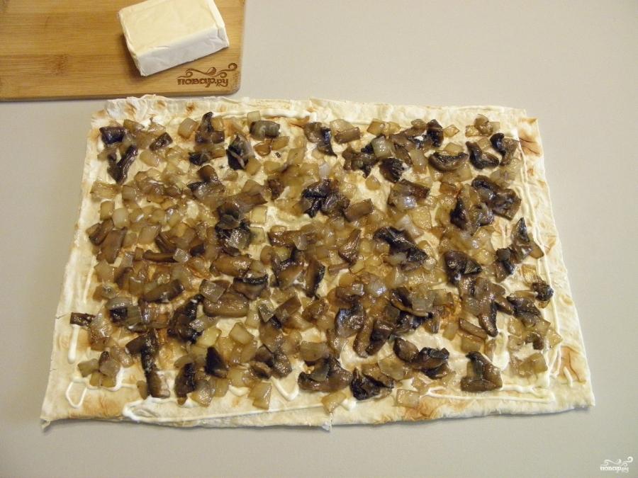 Рулет с грибами и сыром - фото шаг 5