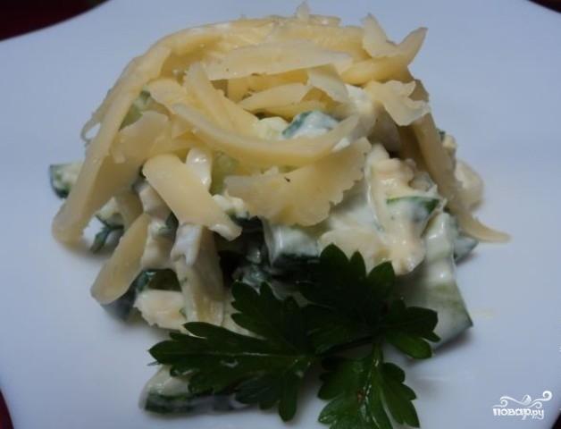 Салат из огурцов и сыра