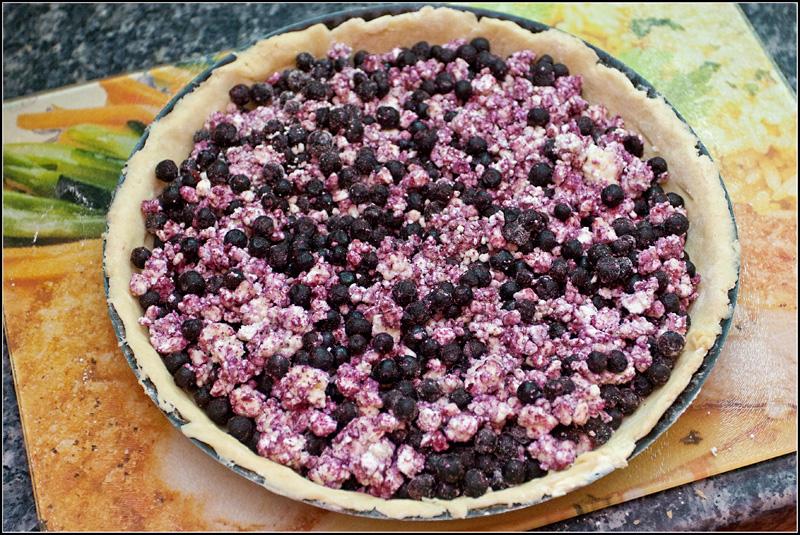 Пирог со смородиной и творогом - фото шаг 6