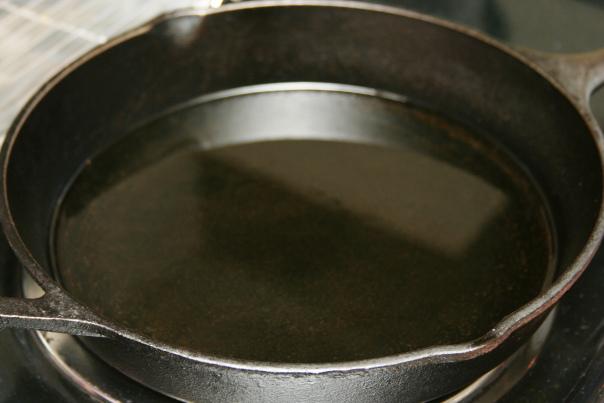 Жареная курица на сковороде  - фото шаг 5