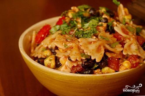 Салат из пасты, фасоли и помидоров