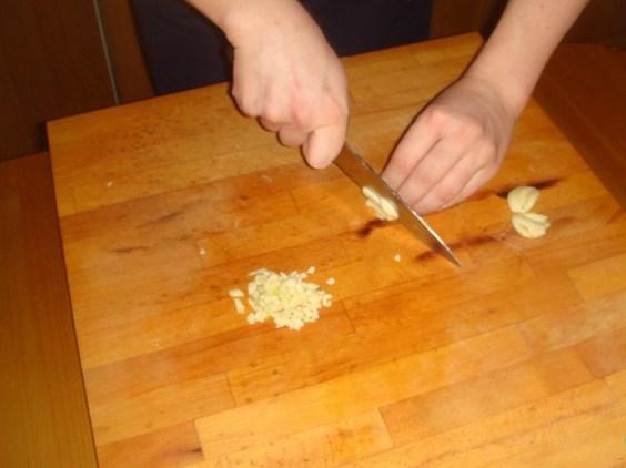 Картошка с зеленью и чесноком - фото шаг 3