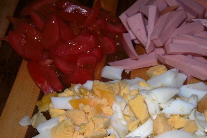 Тарталетки с копченой колбасой - фото шаг 1