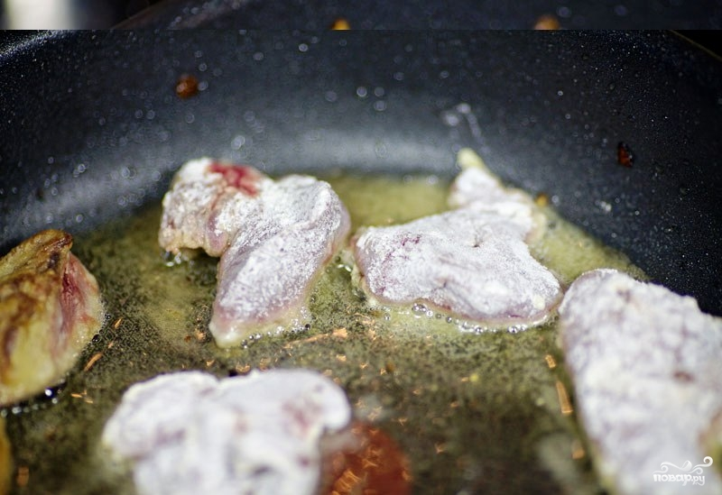 Куриная печень, жареная с луком - фото шаг 6