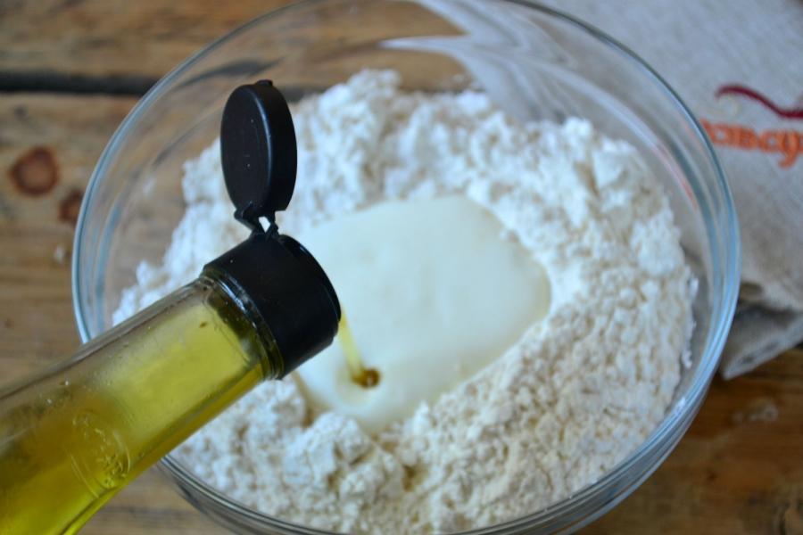 Дрожжевое тесто на кефире - фото шаг 4