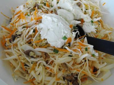 Салат с сельдереем и капустой - фото шаг 5