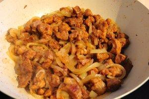 Подлива из свинины с луком - фото шаг 9