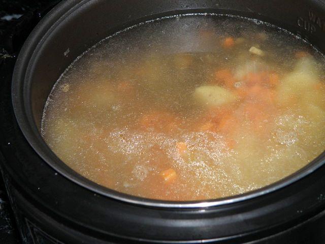 Суп с шампиньонами в мультиварке - фото шаг 7