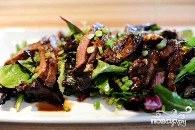 Салат с говядиной и имбирем