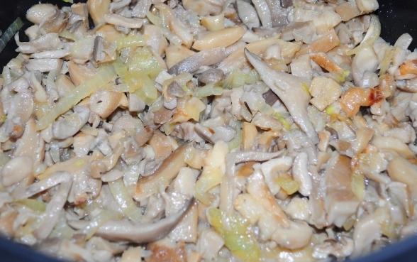 Жареные грибы в мультиварке - фото шаг 5
