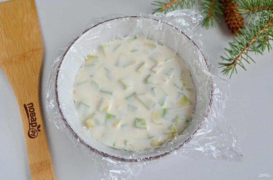 Заливной салат с креветками и авокадо