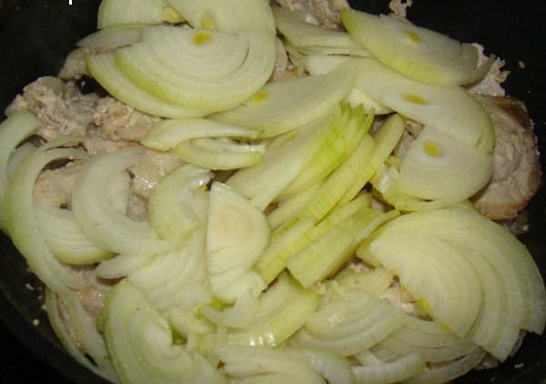 Свинина в сметанном соусе - фото шаг 5