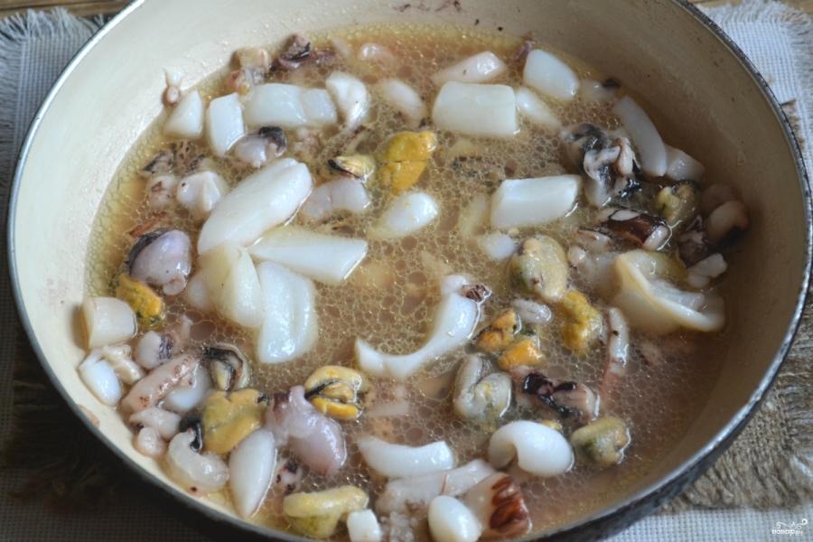 Морской салат с кальмарами и креветками - фото шаг 2