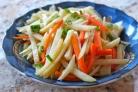 Жареная картошка с луком и морковкой