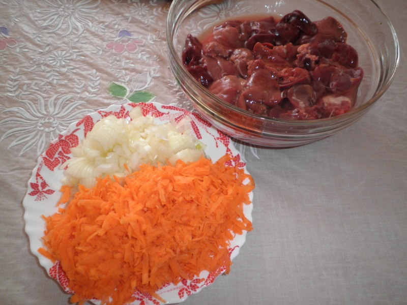 Печень с овощами в мультиварке - фото шаг 1