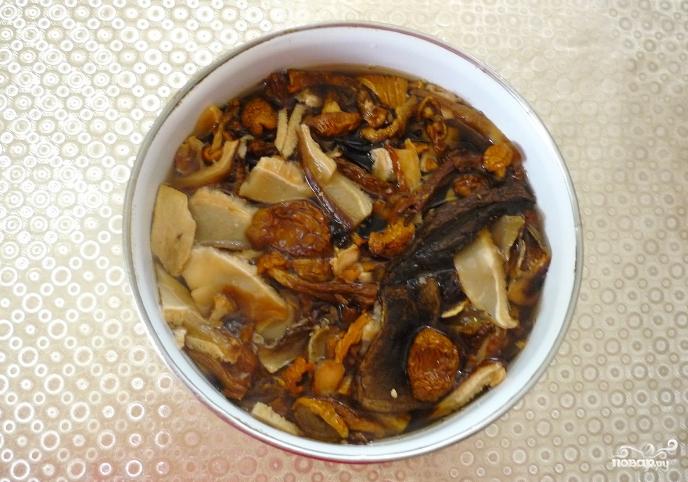 Приготовление сухих грибов с картошкой