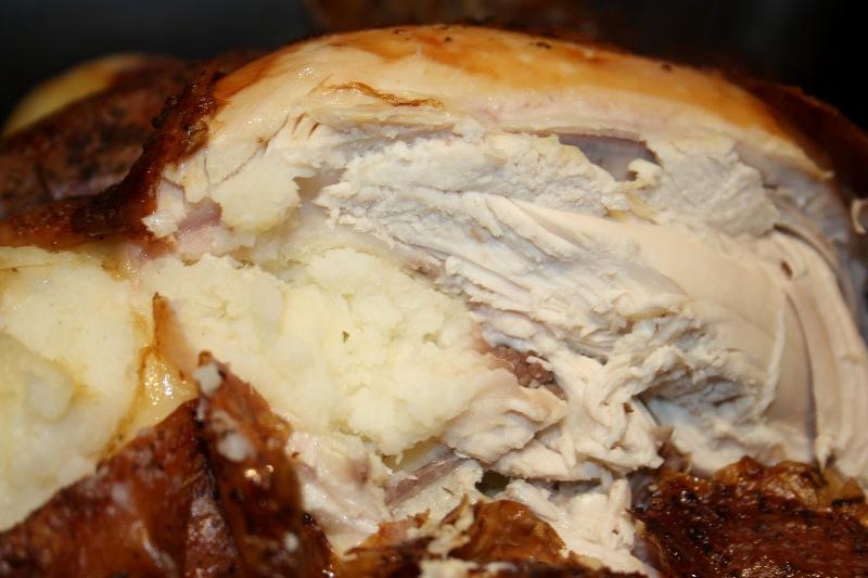 Курица, фаршированная картошкой в духовке - фото шаг 5