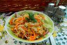 Капустный салат с морковью и кукурузой